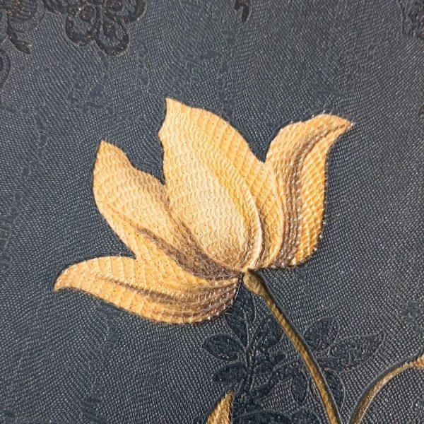 کاغذ دیواری تیره با گل طلایی